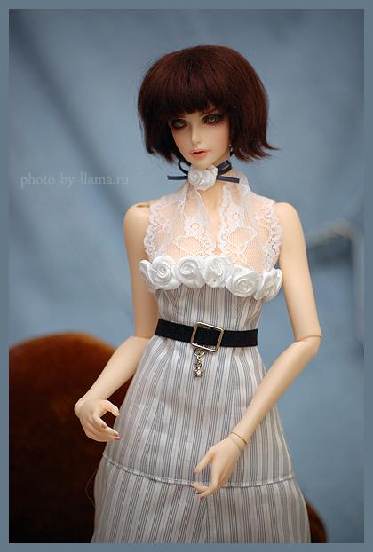 Фиона в платье