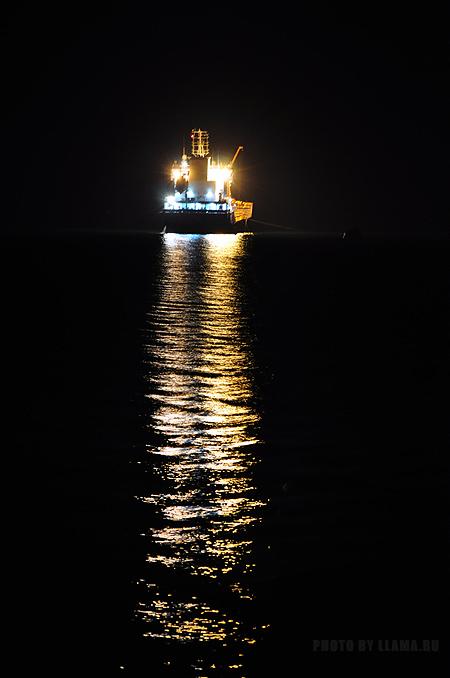 Ночь, море, огни, корабль